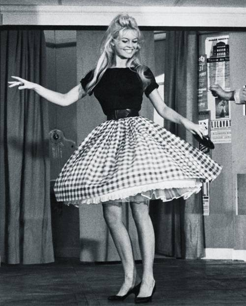 These '50s Fashion Trends Are Way More Relevant Than You Think