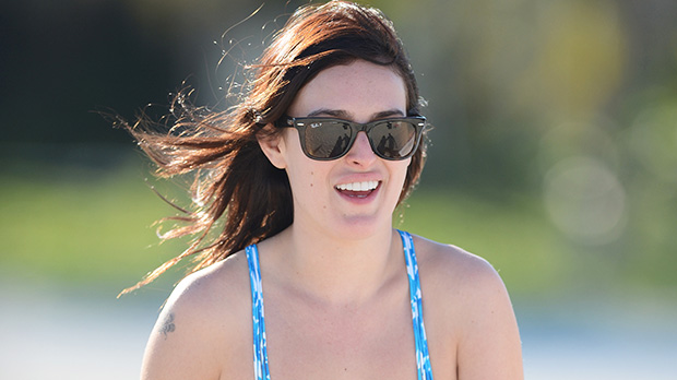 Rumer Willis Strips Down & GoesMakeup-Free In The Pool For Gorgeous